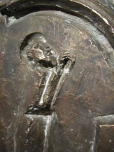Noah nach der Sintflut unterm Regenbogen  Teilabguß Taufstein Lambrecht Bronzerelief 1962