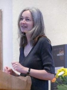 Kuratorin Eva-Maria Meyer