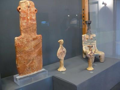 Re.: Weibliches Idol in Form eines Throns, ca. 1100 v. Chr.